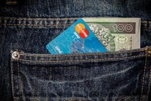 Pożyczka, karta kredytowa czy limit na koncie - co wybrać, gdy potrzeba pieniędzy?