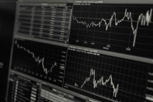 Czym jest ryzyko walutowe i jak można się przed nim ochronić?